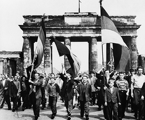 Demonstranten Brandenburger Tor Volksaufstand 1953 web
